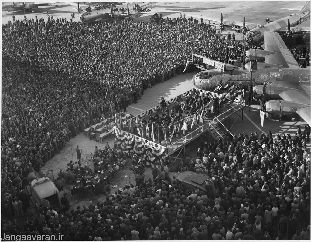 مراسم تحویل هزارمین ب 29 در فوریه 1945