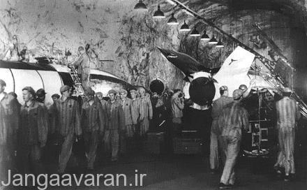کارگران اسیر در خط تولید زیر زمینی در حال تولید وی 2