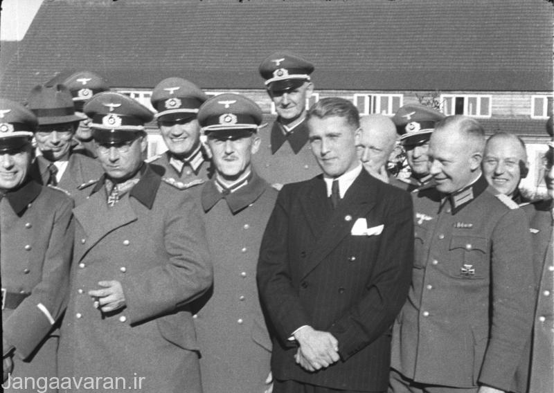 بروان در بین دیگر افسران ارتش المان نازی