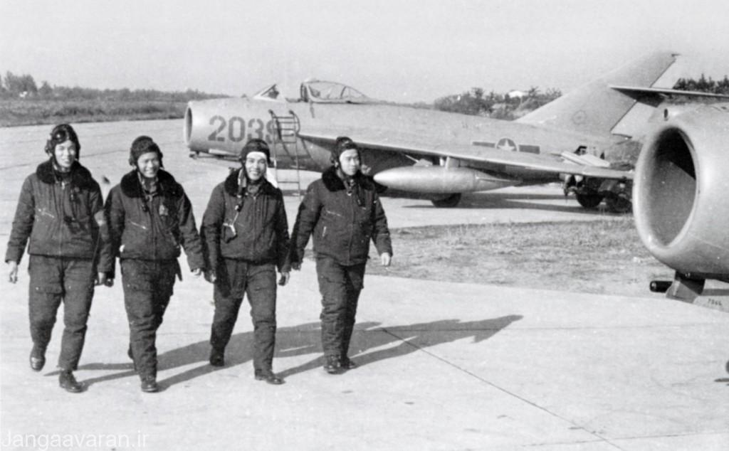 چهار خلبان برتر ویتنام شمالی ..از راست به چپ با شش، هفت،دو و پنچ پیروزی هوایی با میگ17 و 21(برخی از انها بعدها با میگ21 نیز پرواز کردند)