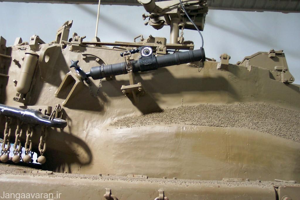 خمپاره انداز 60 م م در نسخه مارک1 در کنار برجک