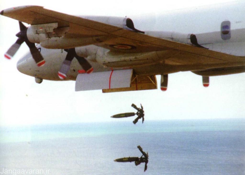 ای پی-3سی نیروی هوایی استرالیا در حال پرتاب بمب های مارک 82