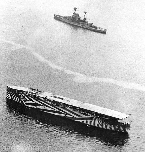 تصویری از کشتی جنگی ارگوس که با نصب یک باند فرود روی سطح کشتی و تغییر روی ان تبدیل به یک ناو هواپیما بر در سال 1918 شده است