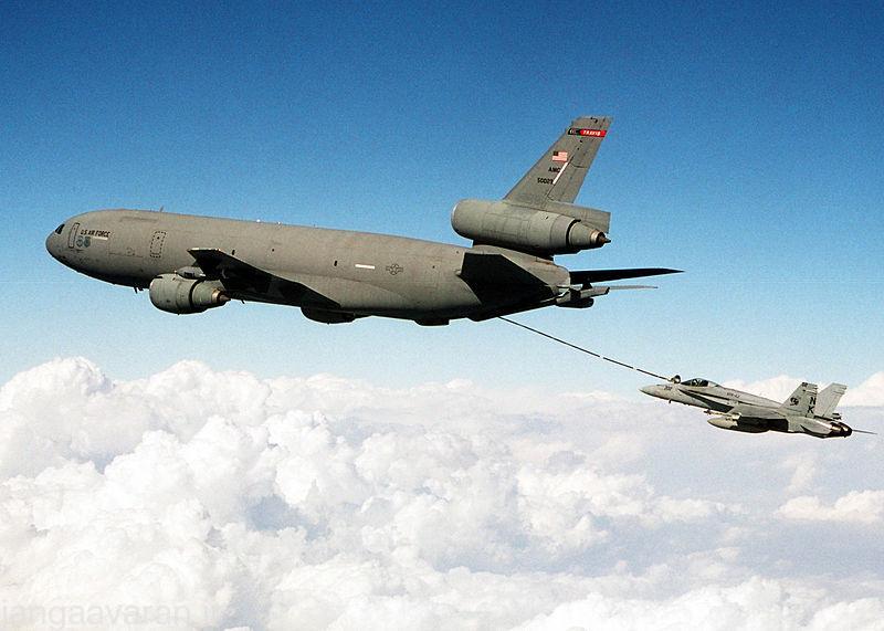 800px-US_Navy_021107-N-2794R-002_KC-10_^ldquo,Extender^rdquo,_refuels_a_F-A-18C_^ldquo,Hornet^rdquo