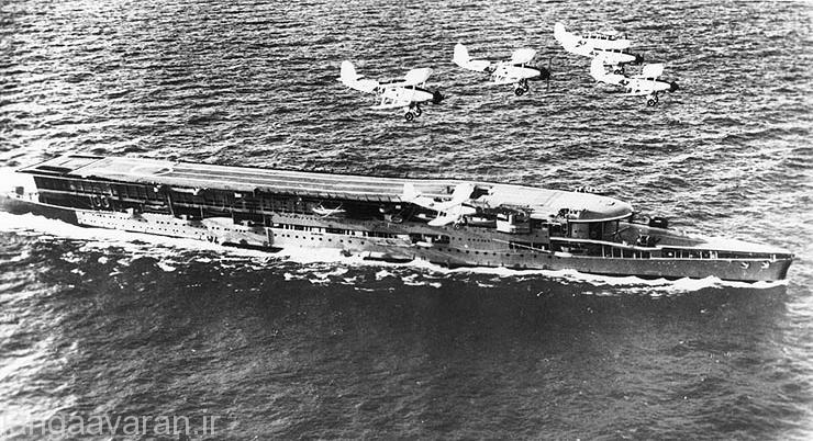 ناو هواپیما بر فوریوس اولین ناو هواپیما بر جهان که در سال 1922 به با انداخته شد و 36 هواپیمای جنگی را حمل میکرد