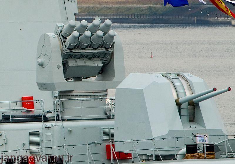 نسخه چینی توپ 100 م م و در پشت سر ان پرتاب کننده موشک اچ کیو7 که ان نیز نسخه چینی موشک فرانسوی کورتال است