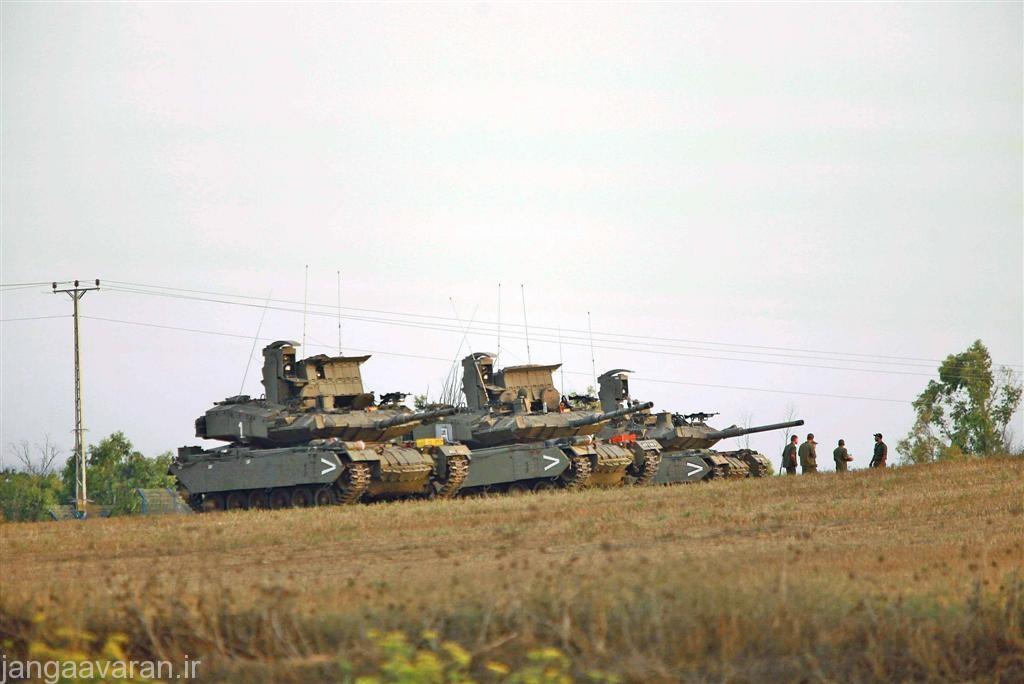تانک موشک انداز Pereh ... سیلو های بیرون امده موشک مشخص است