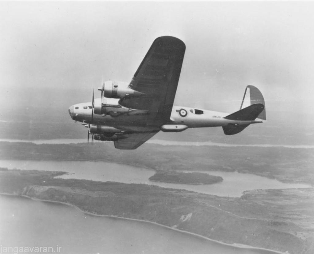 بی 17 سی نیروی هوایی انگلستان.. برامدگی زیر بدنه محل قرار گیری مسلسل است.. همچنین روی بدنه پنجره قرار گیری مسلسل مشخص است