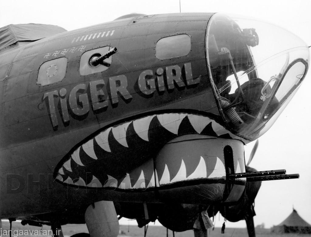 در تصویر دماغه B-17G را میتوانید ببینید که دارای یک برجک با دو مسلسل 12.7 م م است