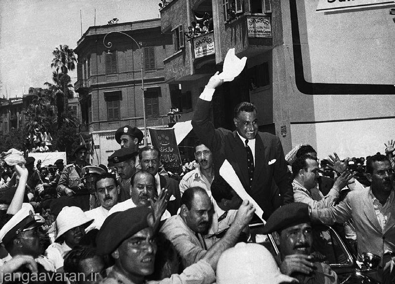 -جمال عبدالناصر رئیس جمهور مصر درسال بعد از اعلام ملی شدن کانال سوئز در میان احساست ناسیونالیستی مردم در 26 ژوئیه سال 1956