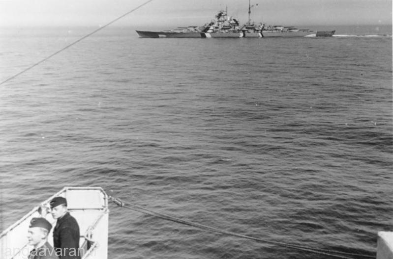 عکسی از بیسمارک در تنها ماموریت رزمی خود . عکس از روی پرینز اوگن گرفته شده