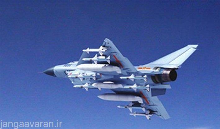 تصویر از یک جی 10 در حالی که در زیر بدنه کنار ورودی چهار موشک هوا به هوای پی ال 11 حمل میکند. پی ال11 یک موشک رادار نیم فعال مشابه اسپارو است که در دهه 1990 وارد خدمت شد ولی با ورود پی ال12 رادار فعال در حاشیه قرار گرفت