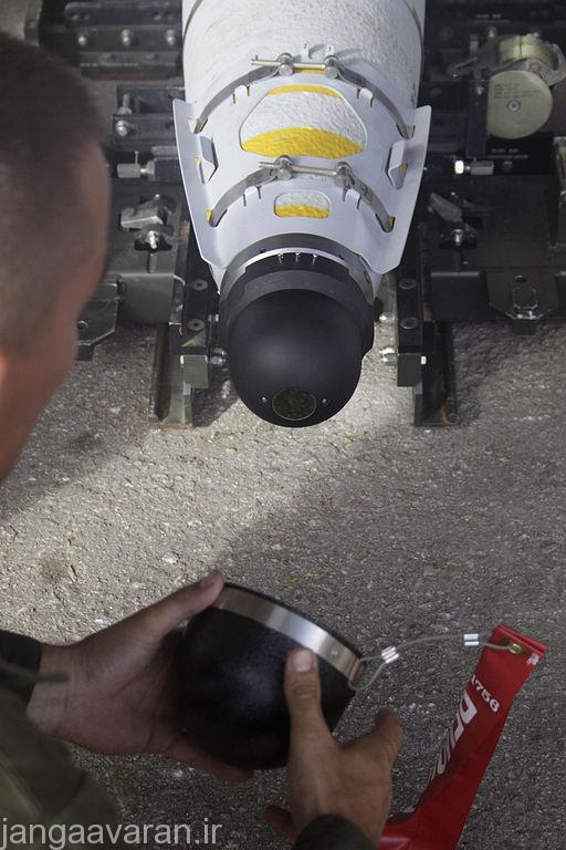در این تصویر کیت هدایت ماهواره ای و همچنین جچشمی هدایت لیزری بمب GBU-54 ر
