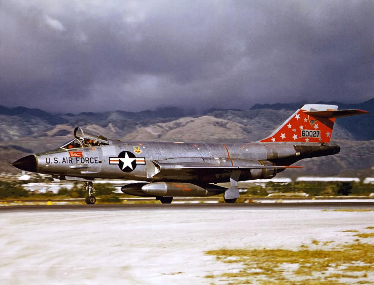 McDonnell F-101 (65)