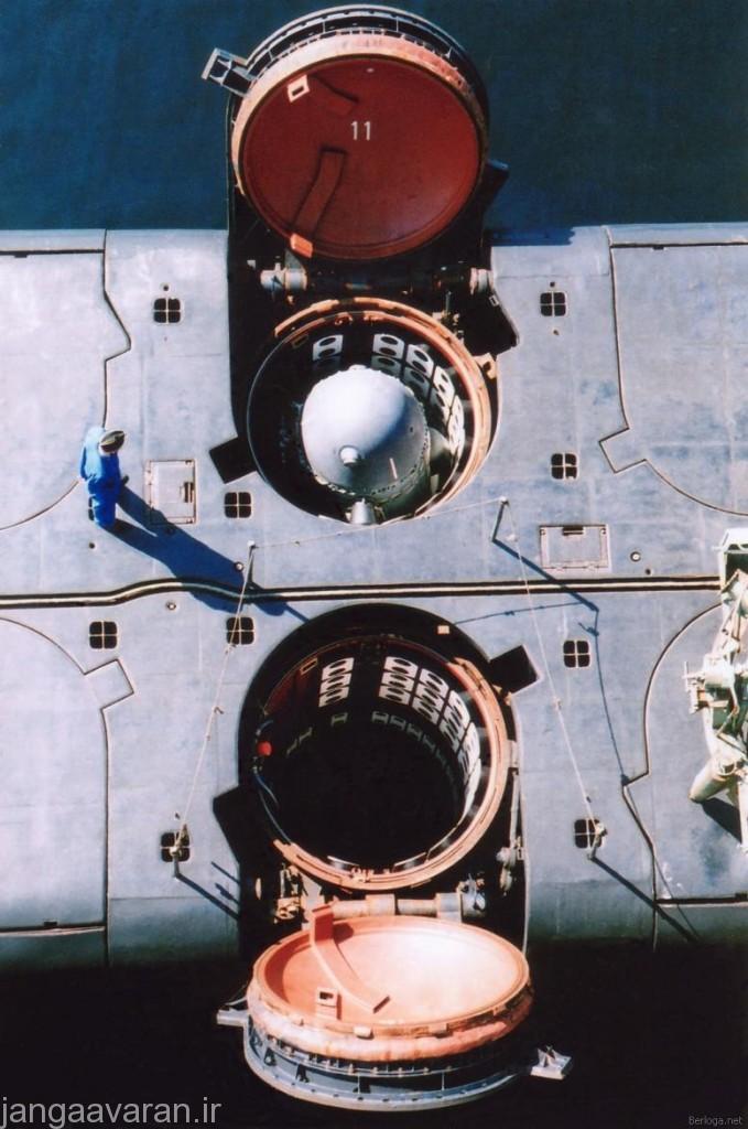 تصویری زیبا از سیلوی زیر دریایی دلتا 4 و یک موشک ار 29 درون ان