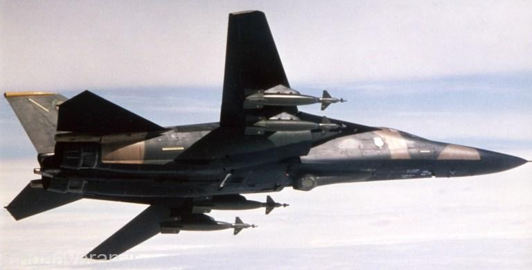 اف111 و چهار بمب لیزری 900 کیلوگرمی