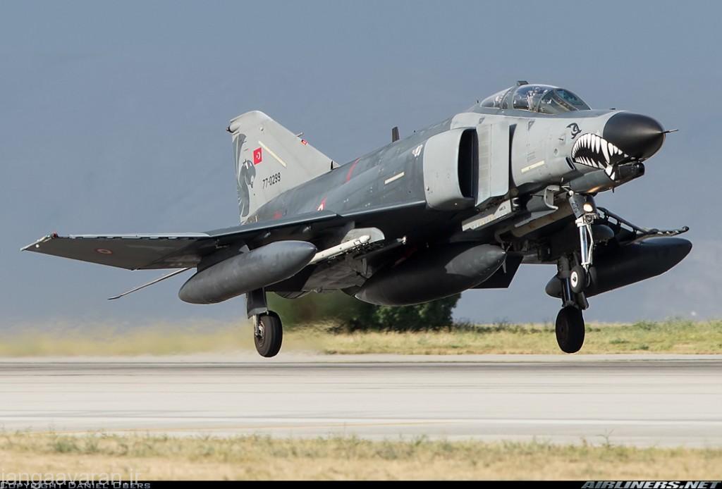 فانتوم در عهصری وارد شد که با پیشرفته فناوری الکترنیک و تسلیحات ، این تفکر ایجاد شد که یک جنگنده میتواند همه یک شکاری پیچیده و هم یک جنگنده تهاجمی موفق باشد