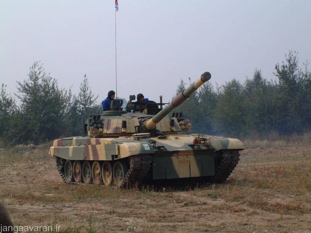 پی تی -91 ام ارتش مالزی. در تصویر به خوبی سایت پانورماتیک فرمانده در بالای برجک جلوی فرمانده(کنار میله برجک) دیده می شود