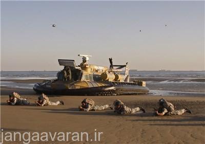در تصوير بالا هواناو SR.N6 نيروي دريايي جمهوري اسلامي ايران را در حال پياده کردن تکاوران دريايي در ساحل مشاهده مي کنيد.