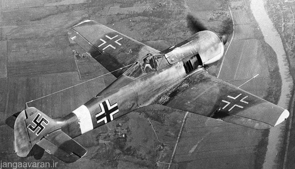 Focke-Wulf-Fw-190-WNr-50046-in-flight-01