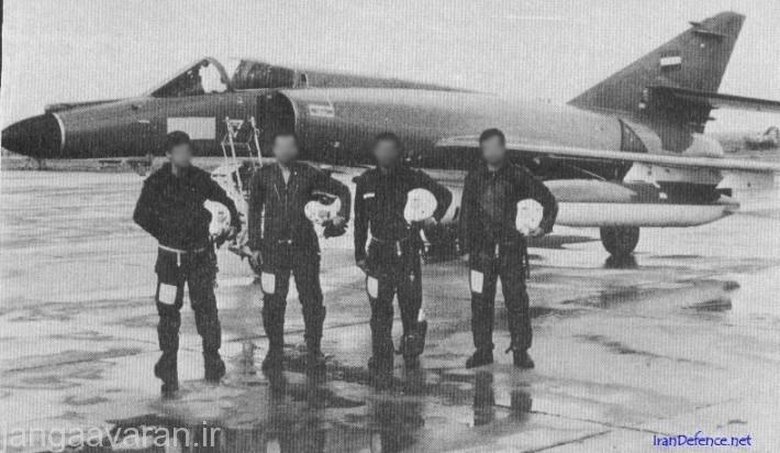 چهار خلبان از پنچ خلبان عراقی در کنار هم