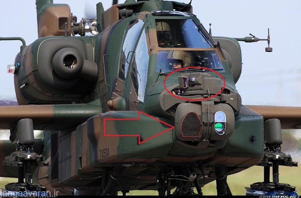 با دایره قرمز سامانه ناوبری شبانه(در تصویر با حرکت سر خلبان کابین جلو چرخیده است ) و فلش سامانه نشان گذار لیزری