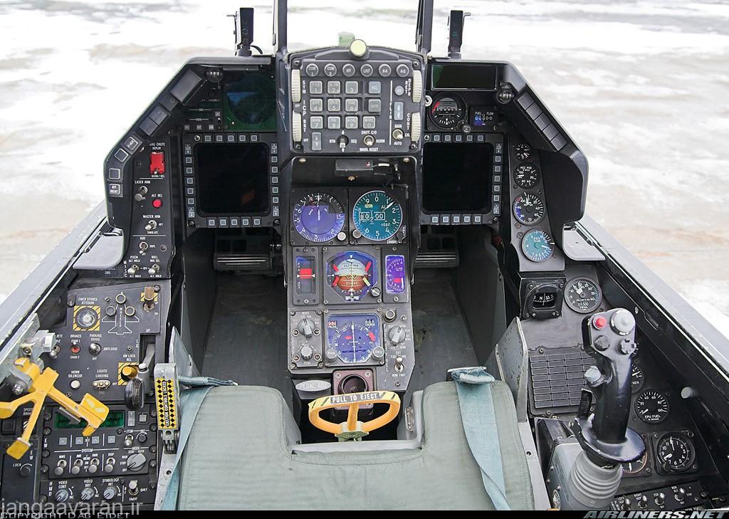 کابین اف16 سی که در سال 1984 عملیاتی شد
