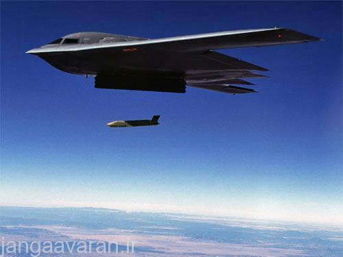 ب2 در حال رها کردن ای جی ام 158..نسخه جدید این موشک تا 1000 کیلومتر برد دارد و حتی از جنگنده هم پرتاب می شود