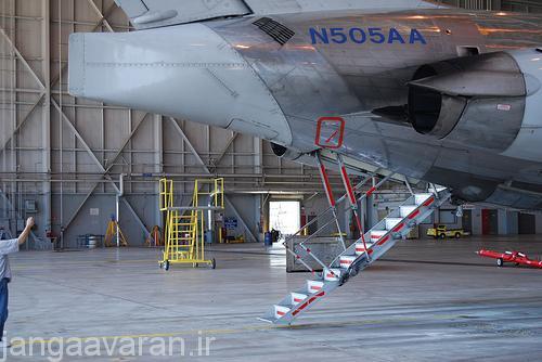 پلکان سرخود ام دی در انتهای هواپیما