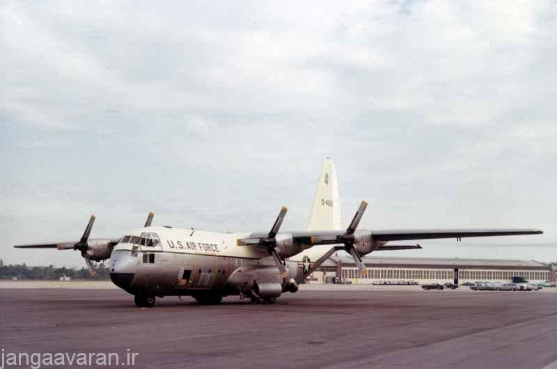 نخستین نمونه AC-130A که دارای دو مسلسل 7.62 م م و دو توپ 20 م م بود