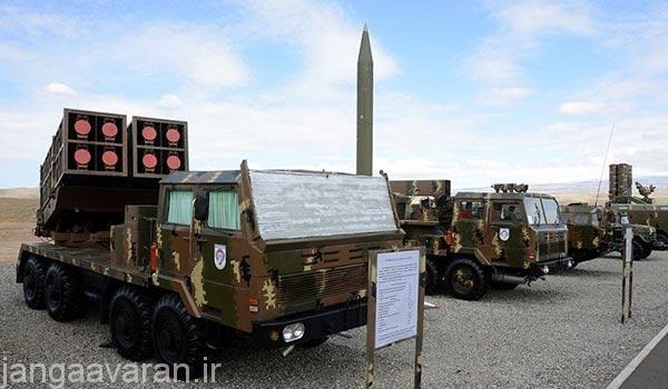 در ردیف جلو راکت انداز دبیلو ام 80 چینی و به شکل عمود موشک اسکادبی