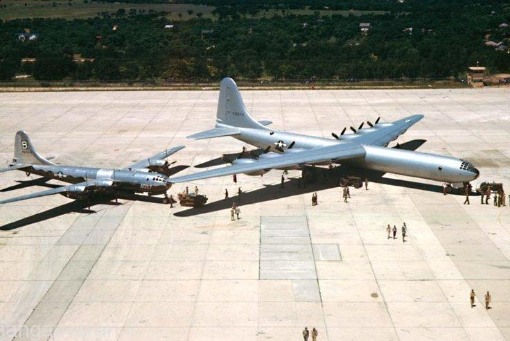 بمب افکن اتمی B-36