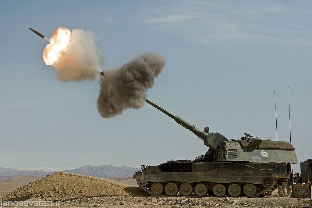 Dutch_Panzerhaubitz_fires_in_Afghanistan