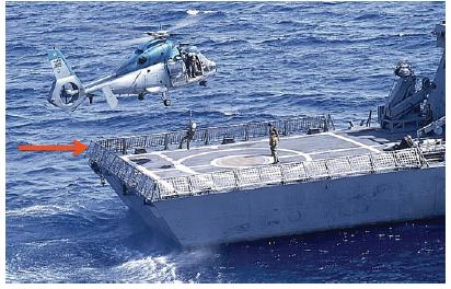 تصویری از سال 2007 و ناوچه هانیت. اسرائیل بعد از این داستان دور عرشه فرود را با کابلهای فولادی پوشاند تا در صورت برخور دیگر در چنین سطحی ،موشک با برخورد به کابلها اسیب ببیند. این طرح روی هر سه ناوجه اجرا شد و در تصویر بالاتر که هر سه ناو را نشان میدهد میتوان این طوری را دید