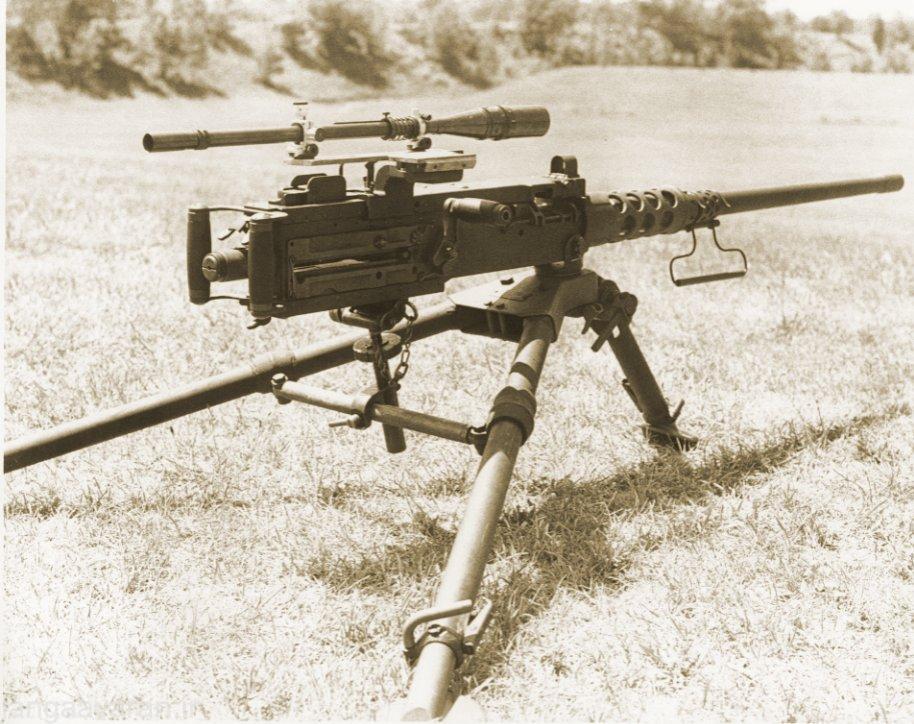 نصب دوربین روی این سلاح اگرچه متداول نیست ولی در همه جنگها استفاده شده. دلیل این کار استفاده از این مسلسل به عنوان یک سلاح انتی مترایال و یا یک سلاح فوق دور زدن است