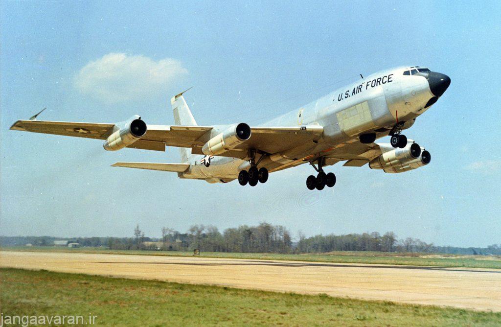 ار سی 135 سی.. در تصویر به خوبی در دو طرف جلوی بدنه محل قرار گیری انتن رادار مشخص است