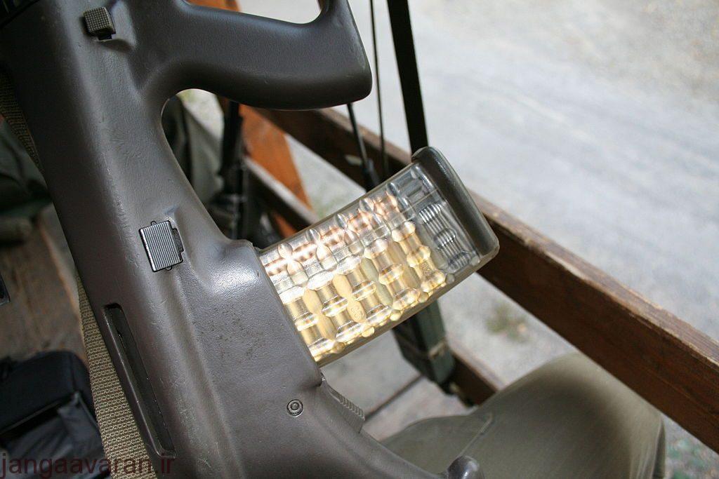 خشاب پلیمری شفاف که دو دهه است در ناتو روی کار امده و با یک نگاه به خشاب میتوان میزان گلوله ها را دید