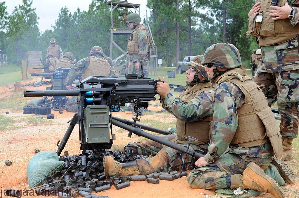 us_navy_110902-n-uh337-196_seabees_operate_a_mk-19_machine_gun