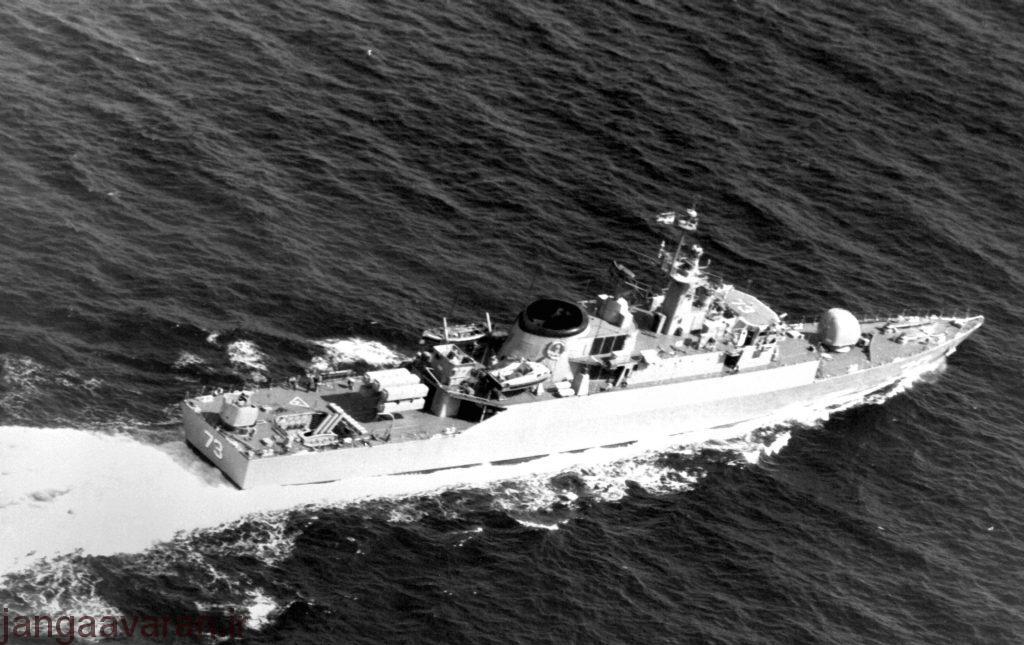 در این تصویر به خوبی شش پرتابگر موشک ضد کشتی سی کیلر قابل دیدن است . تصویر پیش از انقلاب