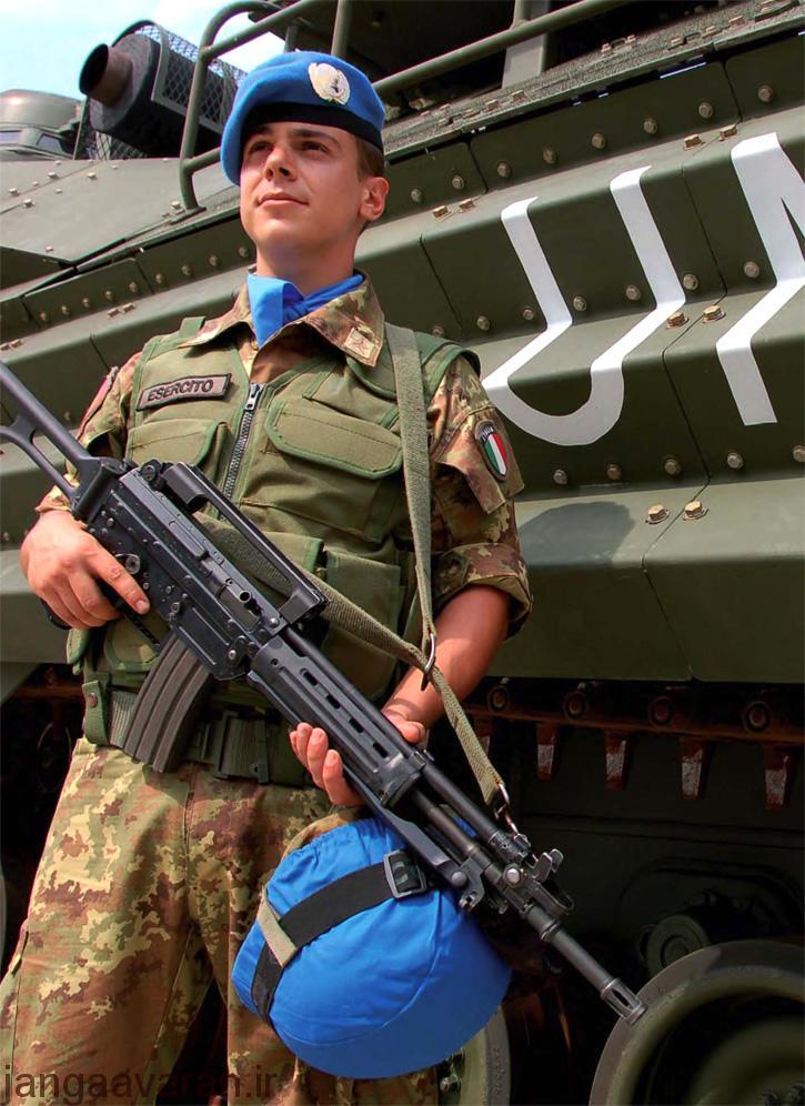 سلاح تهاجمی AR-70/90