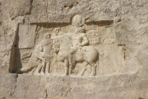 زانو زدن امپراتور والریانوس در برابر شاپور اول در نقش رستم