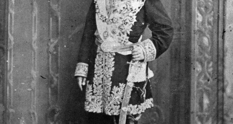 میرزاحسین خان سپهسالار صدراعظم شایسته ناصرالدین شاه که به طرز مشکوکی درگذشت