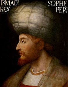 شاه اسماعیل اول در اواخر دوران سلطان بایزید در ایران اعلام پادشاهی کرد