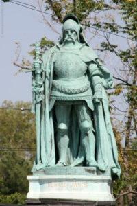 یانوش هونیادی قهرمان نظامی مجارستان بود. ظهور او مراد را مجبور به بازگشت به تخت سلطنت کرد