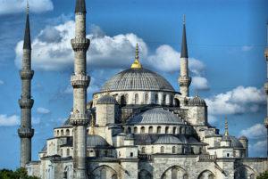 مسجد سلطان احمد اول. این مسجد توسط معمار نابغه عثمانی سنان پاشا ساخته شد