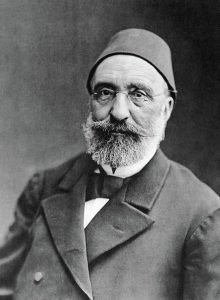 مدحت پاشا یکی از اصلی ترین سیاست مداران طرفدار نظریه حکومت مشروطه سلطنتی در عثمانی بود