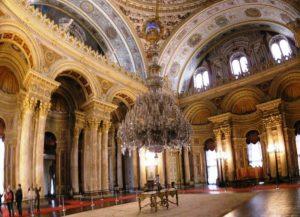 چلچراغ اهدایی ملکه ویکتوریا در کاخ مجلل دلمه باغچه