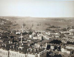 استانبول در 1878 . ورود کشتی های بخار و تراموا چهره باستانی پایتخت عثمانی را عوض کرده بود