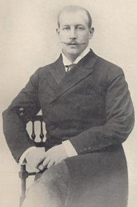 پرنس جورج پسر پادشاه وقت یونان. بعد از جدایی کرت از عثمانی او به عنوان فرماندار این جزیره انتخاب شد