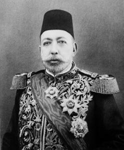 سلطان محمد پنجم جانشین برادرش عبدالحمید. او به کلی از اتفاقات سی سال اخیر عثمانی بی خبر بود